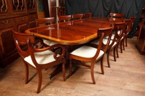 Acajou Regency Dining Set pied Table et chaises Swag assortis