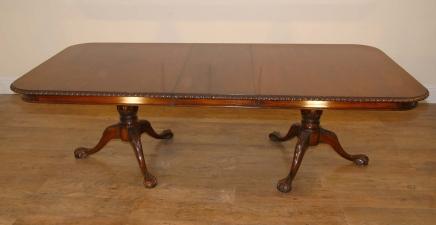 Anglais en acajou sculpté Chippendale Table de salle à manger victorienne