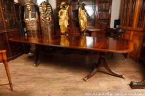 Deux piédestal Regency Dining Table acajou avec des feuilles
