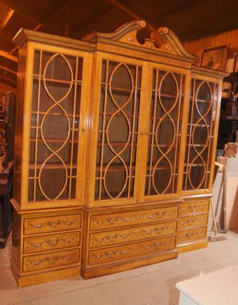 Hepplewhite Satinwood Breakfront Bibliothèque Bibliothèques Regency meubles peints