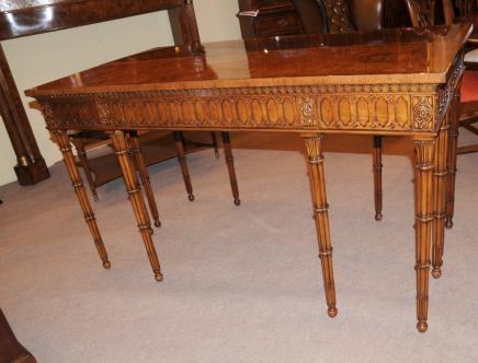 Noyer Chippendale Table console découpés par main Tableaux bambou jambe