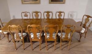 Noyer Regency Ensemble repas avec chaises Queen Anne
