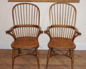 Paire de Windsor chaises de salle à bras Windsor Fauteuils