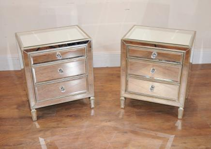 Paire en miroir de chevet chevet commodes tables for Table de chevet miroir