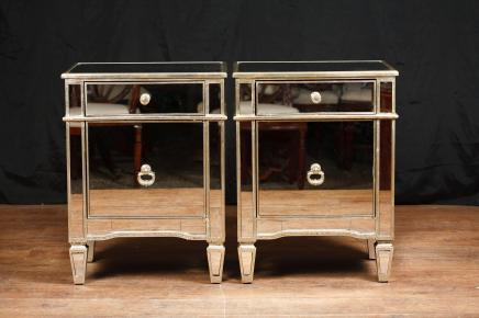 Paire miroir Armoires de tables de chevet Commodes Tables de chevet Borghese