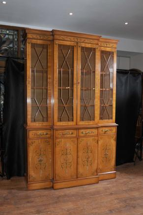 Regency Satinwood Breakfront Bibliothèque peinte Sheraton antique