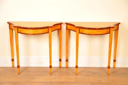 Tables console Regency Pair Satinwood marqueterie