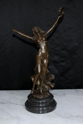 Art Nouveau français Bronze Femme Figurine Tambourin Dancer