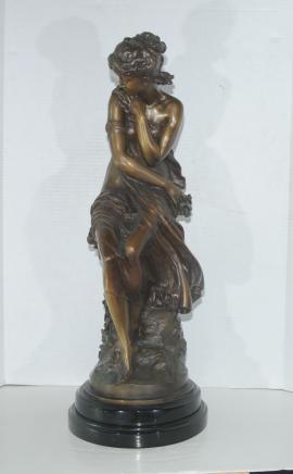 Bronze française Femme Figurine Assis Maiden par Moreau