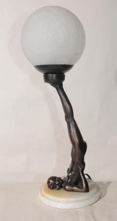 Français étain Art Déco Boule Fille Figurine lampe