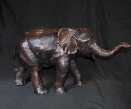 Grand bronze Éléphant d'Afrique Faune coulée Statue Art tribal