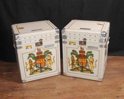 Paire cuir Trunks bagages Boîtes à café Tables Side