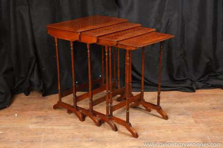 Regency en acajou Nest tableaux Faux Bamboo Side Table Parqueterie