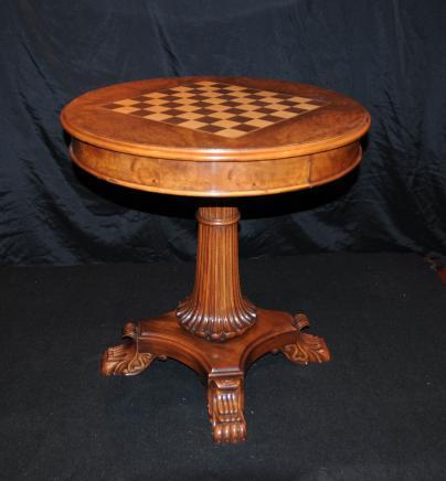 Regency en noyer Chess Jeux Table Tables latérales
