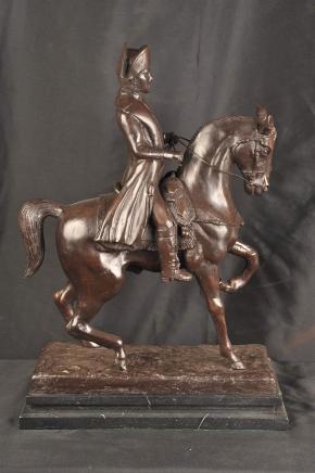 Statue en bronze Napoléon à cheval empereur militaire