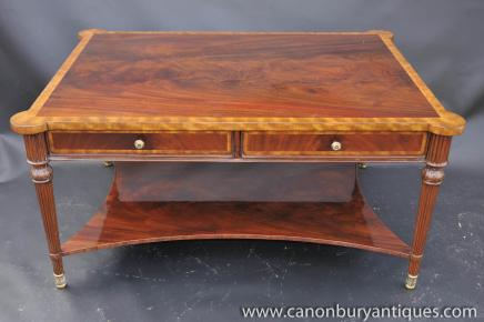 Tables Regency Table basse en acajou flamme meubles anglais