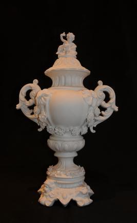 2 pi Sèvres Bisque Vase en porcelaine Chérubin Centrepiece