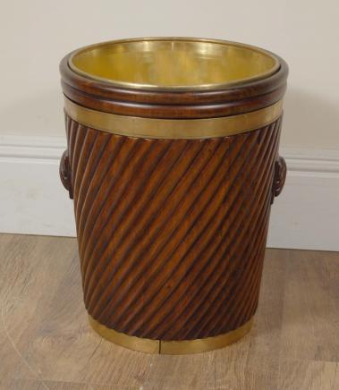 Anglais Peat Bucket Seau à charbon Jardinière en laiton victorienne