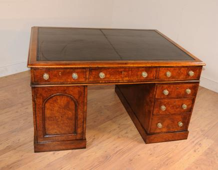 Antique William IV Partners bureau Pedesal genou trou Bureaux Noyer