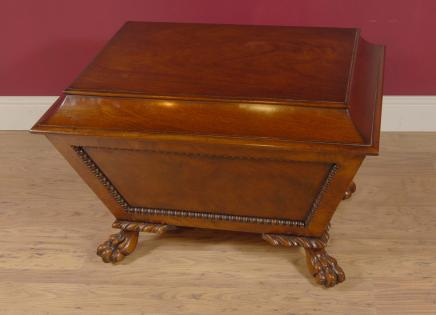Antique anglais en acajou sculpté Chippendale Wine Cooler Box
