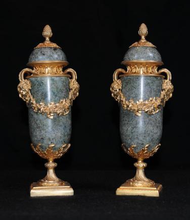 Français Empire Marbre Urnes Gilt Ormolu Campana Urne