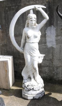 Grand marbre italien sculpté Maiden romaine Luna