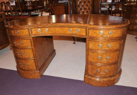 Noyer Regency rein bureau Table Meubles