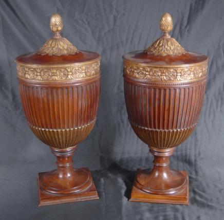Paire Regency Noyer classique Urnes Urne