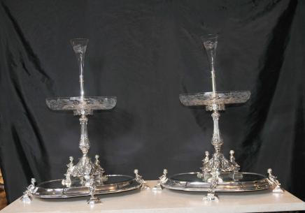 Paire Sheffield Silver Plate surtouts de table Centre de table Chérubin stand