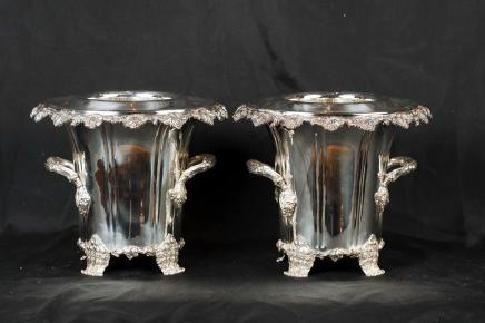 Paire Silver Plate George II refroidisseurs à vin Champagne seaux Urnes