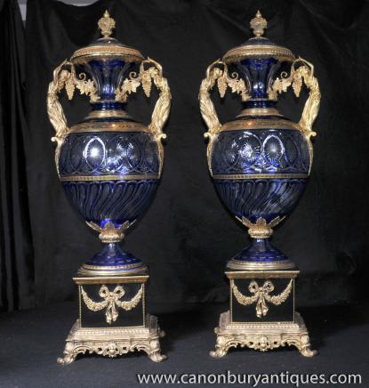 Paire XL Louis XV couper le verre à couvercle Urnes Vases Ormolu Équipement