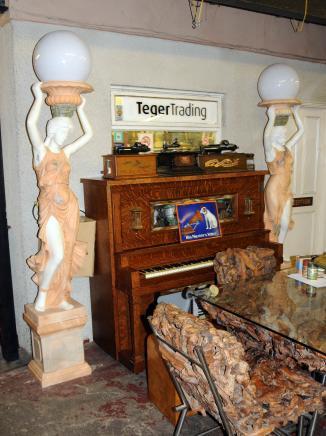 Paire XL marbre italien Femme lampes torchères Figurine architectural