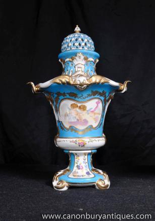 Paire allemande porcelaine de Meissen Cherub Urnes Pot Pourri Vases