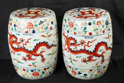 Paire chinoise Qing porcelaine Tabourets Sièges dragon en céramique architecturale