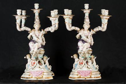 Paire de porcelaine de Sèvres Candélabres français Cherub Maiden Bougies