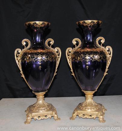 Paire de verre français Empire Vases Urnes Peint à la main Feuille d'or Arabesques