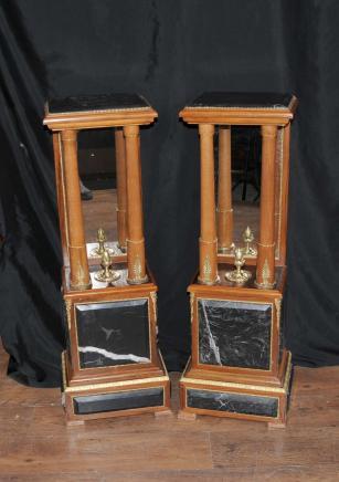Paire française Empire piédestal en marbre Stands Supports colonnes de tableau en miroir