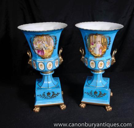 Paire française porcelaine de Limoges JP Urnes sur Stands Vases
