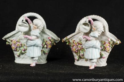 Paire porcelaine de Meissen Figurine panier Vase incrusté de fleurs Urne