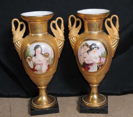 Paire porcelaine de Sèvres Swan Vases Urnes