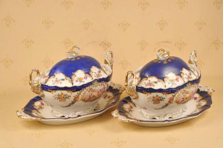 Paire porcelaine de Sèvres français soupières serveurs vaisselle Urne