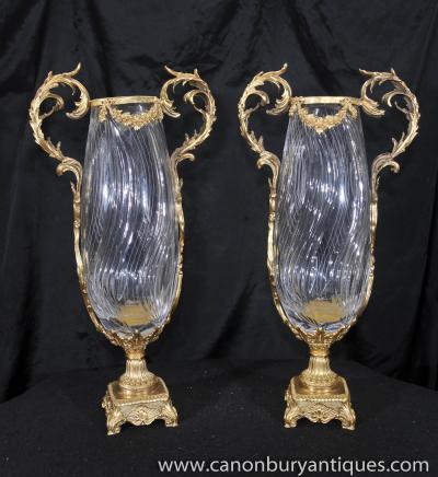 Paire victorienne Ormolu Verre en cristal Rose Vases Urnes
