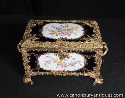 Pulvérisation porcelaine de Sèvres Coffret à bijoux Coffret floral doré au mercure