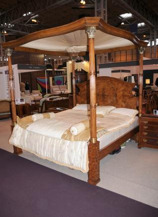 Regency Noyer Queen Size à Baldaquin Bedroom Furniture