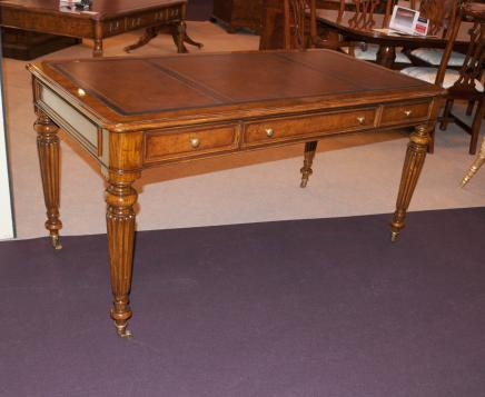 Victorienne Regency Gillows bureau Table Noyer Meubles