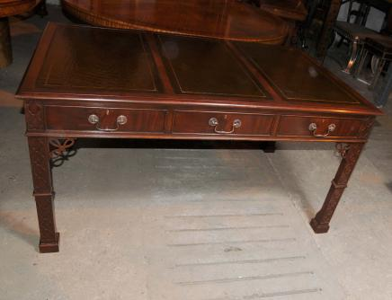Victorienne gothique Chippendale bureau Table acajou meubles