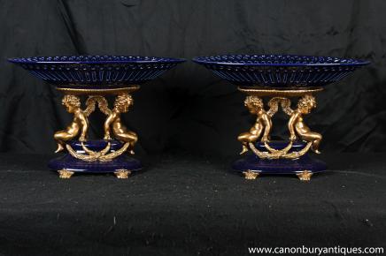 Paire français Cobalt Porcelaine Cherub Plats Tazzas Compotiers Bowl