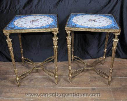 Tables basses paire porcelaine de Sèvres Ormolu motif floral Cocktail Table