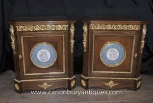 Paire français Armoires Empire porcelaine de Sèvres Cherub Plaques coffres