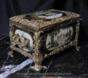 Français porcelaine de Sèvres à bijoux Box Bibelots